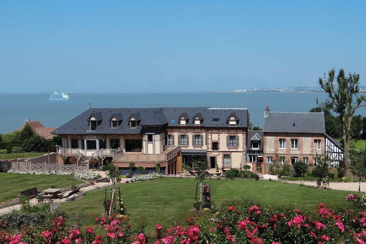 Domaine du Clos Fleuri facing the sea